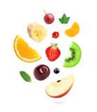 Frutta fresca e bacche di caduta immagini stock