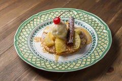 Frutta fresca e gelato alla vaniglia Immagini Stock