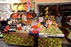 Frutta fresca e vegetablesat il deposito, Limone, Italia fotografia stock libera da diritti