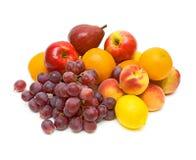 Frutta fresca isolata su una priorità bassa bianca Immagine Stock Libera da Diritti