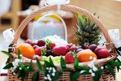 Frutta fresca nel canestro Immagini Stock Libere da Diritti