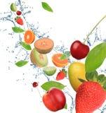 Frutta fresca nel movimento fotografia stock