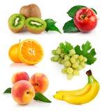 Frutta fresca rassodata con i fogli verdi Fotografia Stock Libera da Diritti
