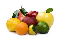 Frutta fresca su priorità bassa bianca immagini stock libere da diritti