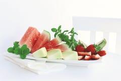 Frutta fresca su una zolla Immagine Stock Libera da Diritti