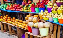 Frutta fresca sul mercato indigeno nel Guatemala fotografie stock libere da diritti