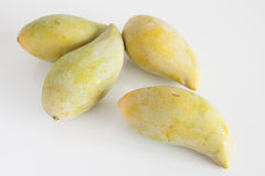 Frutta gialla del mango su fondo bianco Fotografia Stock Libera da Diritti