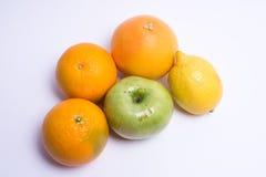 Frutta isolata su una priorità bassa bianca Fotografia Stock