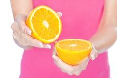 Frutta in mano della donna fotografia stock