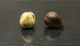 Frutta matura del salak Uno sbucciato Fotografia Stock Libera da Diritti