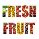 Frutta matura variopinta dentro testo su backround bianco Immagine Stock Libera da Diritti