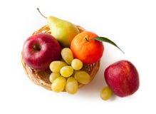 Frutta - mele, uva, mandarini ed uva Fotografia Stock