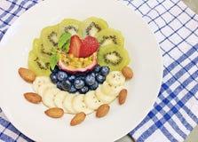 Frutta mista con il yogurt delle mandorle Immagine Stock Libera da Diritti