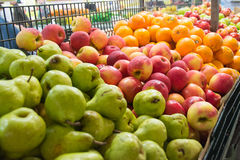 Frutta nel mercato Fotografie Stock Libere da Diritti