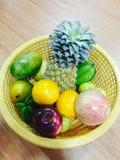 Frutta non organica fotografie stock libere da diritti