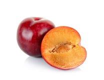 Frutta rossa della prugna isolata su fondo bianco Fotografie Stock Libere da Diritti
