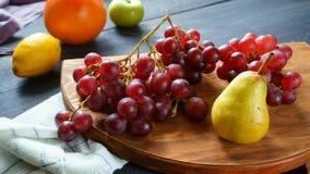 Frutta, rosso dell'uva, pera immagini stock