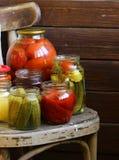 Frutta in scatola e verdure in barattoli Fotografie Stock