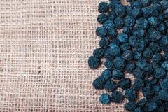 Frutta secca e bacche su fondo di licenziamento Fotografia Stock Libera da Diritti