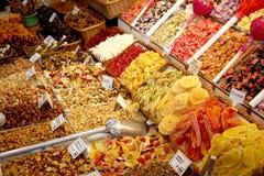 Frutta secca sul basamento del mercato Fotografia Stock Libera da Diritti