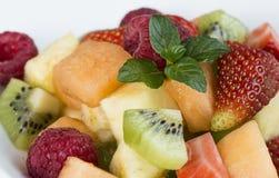 Frutta stagionale fresca libera del glutine sulla piastrina bianca Immagine Stock Libera da Diritti