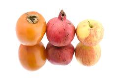 Frutta su bianco fotografie stock