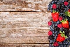 Frutta su fondo di legno Fotografia Stock