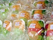 Frutta su ghiaccio Fotografia Stock Libera da Diritti