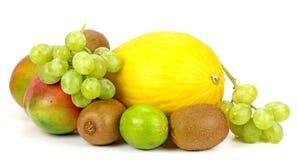 Frutta su una priorità bassa bianca Fotografia Stock