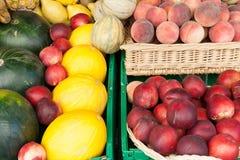 Frutta su visualizzazione Immagine Stock