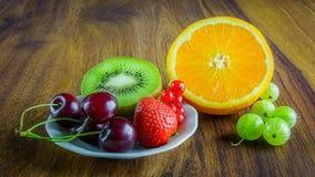 Frutta sulla tavola Fotografia Stock Libera da Diritti