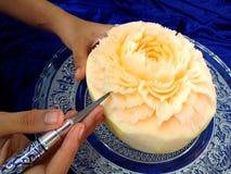 Frutta tailandese che scolpisce con la mano Immagine Stock