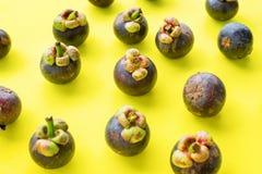 Frutta tropicale di Mangostin sulla cima antiossidante gialla fotografie stock libere da diritti