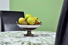 Frutta in una ciotola Fotografie Stock Libere da Diritti