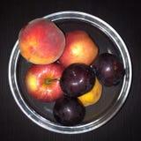 Frutta in una ciotola Immagini Stock Libere da Diritti