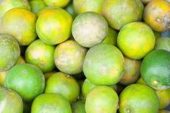Frutti arancio nel mercato agricoltura arancio della frutta Immagine Stock