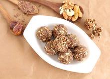 Frutti asciutti del piatto dolce indiano e Laddu matto Fotografie Stock