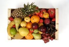 Frutti boxvarious di Frui con un fondo bianco immagini stock libere da diritti