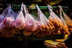 Frutti da vendere Immagini Stock Libere da Diritti