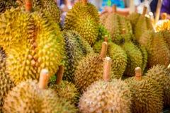 Frutti del Durian da vendere sulla stalla del mercato Immagine Stock Libera da Diritti