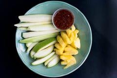 Frutti della miscela e salsa della immersione Fotografia Stock