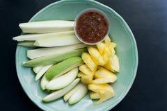 Frutti della miscela e salsa della immersione Fotografie Stock