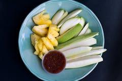 Frutti della miscela e salsa della immersione Immagini Stock