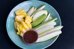 Frutti della miscela e salsa della immersione Fotografia Stock Libera da Diritti