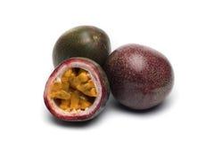Frutti della passione su fondo bianco Immagine Stock