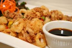 Frutti di mare - Calamari fritto. Fotografie Stock Libere da Diritti