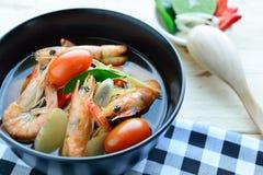 Frutti di mare caldi e piccanti di Tom Yum Goong - della minestra con gamberetto - Th Fotografia Stock Libera da Diritti