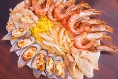 Frutti di mare con le patate fritte ed il riso Fotografia Stock Libera da Diritti