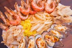 Frutti di mare con le patate fritte ed il riso Immagine Stock