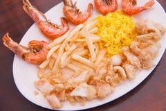 Frutti di mare con le patate fritte ed il riso Immagine Stock Libera da Diritti